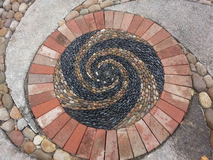 trockenmauer natursteine mauerwerk mauerer flusssteine spirale ziegelsteine