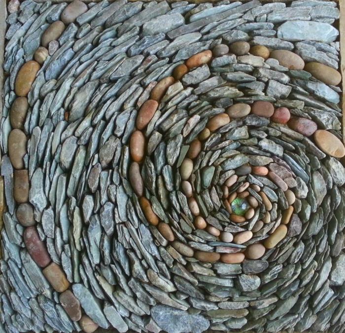 trockenmauer natursteine mauerwerk mauerer kunst spirale runde flusssteine