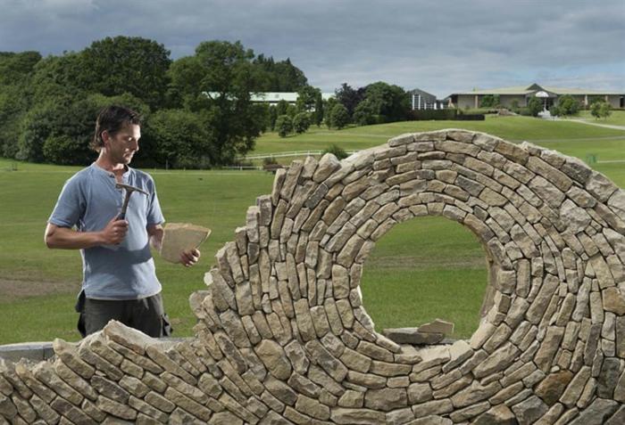trockenmauer natursteine verlegen mauerer künstler mauerwerk