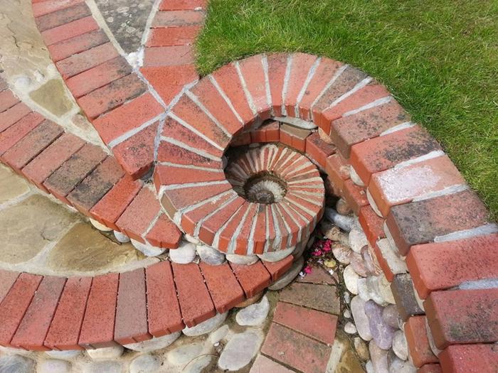 trockenmauer natursteine ziegelsteine runde flusssteine mauerwerk mauerer