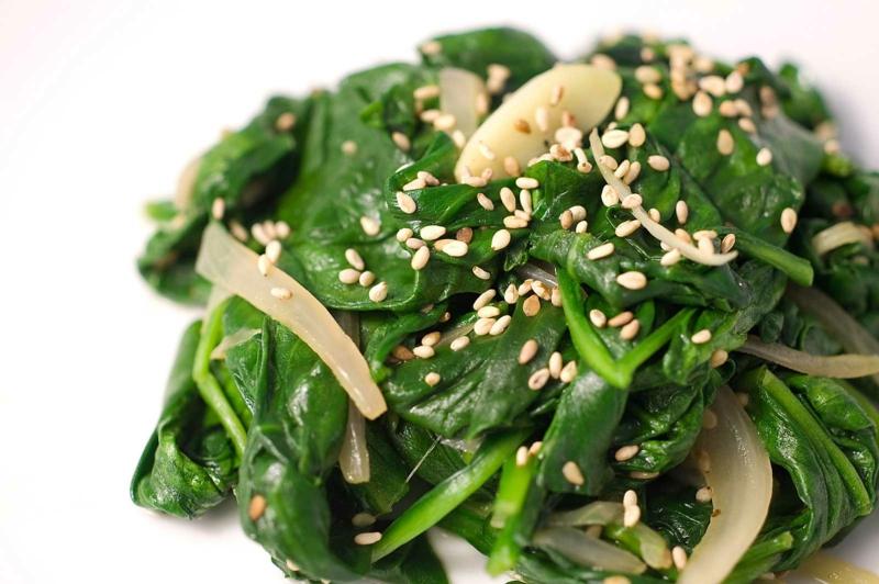 vegane Ernährung gesund Spinat und Sesam