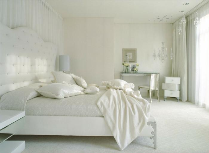 wandfarbe weiß wohnideen schlafzimmer kronleuchter schminktisch