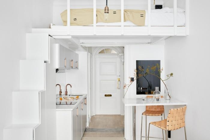wandfarbe weiss wandgestaltung einzimmerwohnung hochbett treppe kleine wohnung