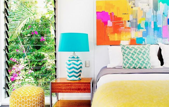 wandfarbe weiß schlafzimmer wandkunst leinwand bunt blaue tischlampe