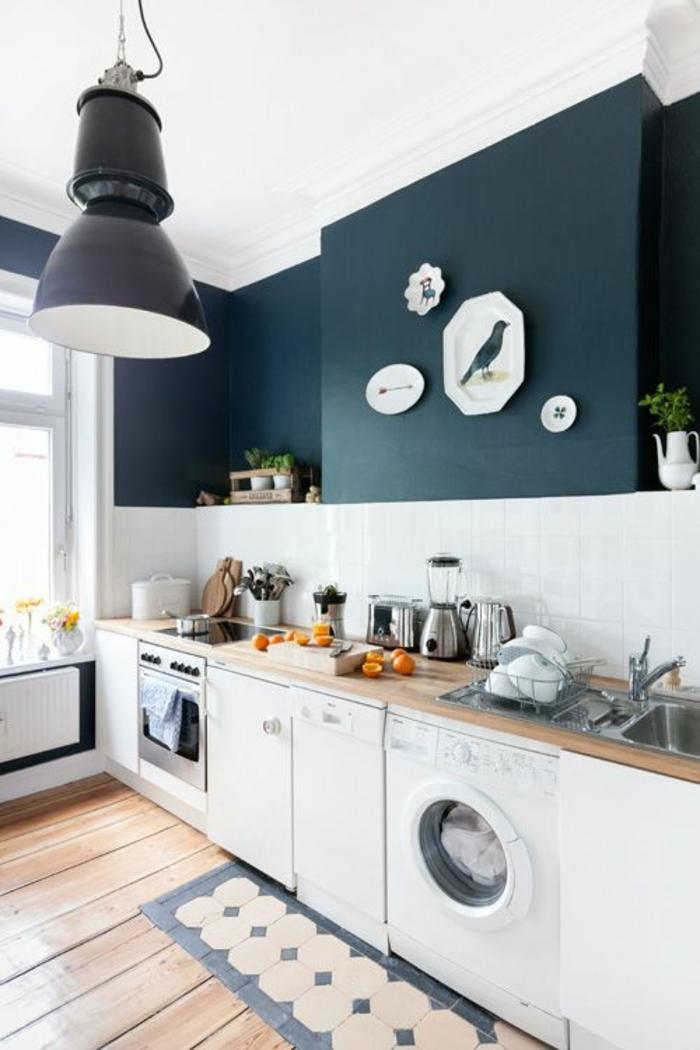 wandfarben 2016 trendfarben küche anthrazit weiße wandfliesen hängeleuchte industrieller stil