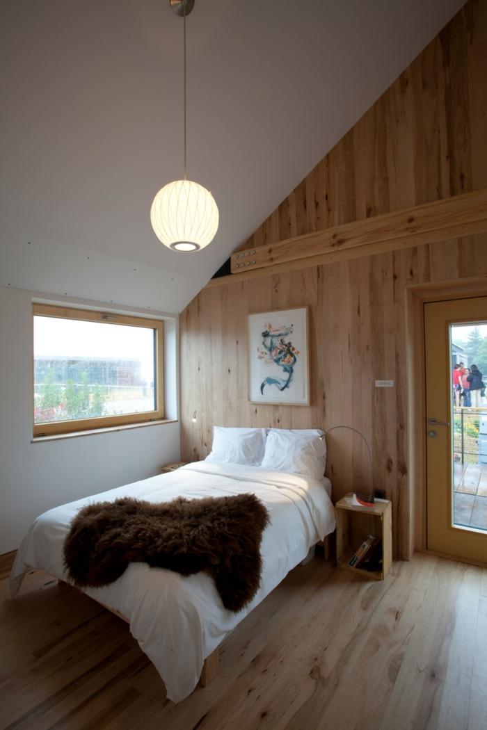 wandpaneele holz schlafzimmer holzboden dachschräge weiße wände