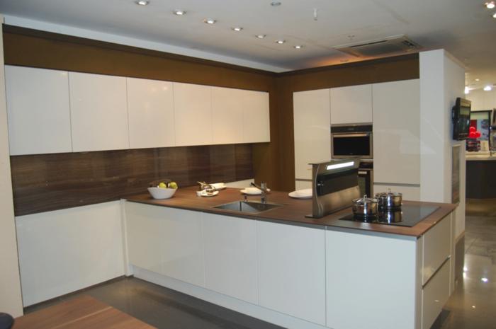 küchendesign wandpaneele holztextur kücheninsel wohnideen küche