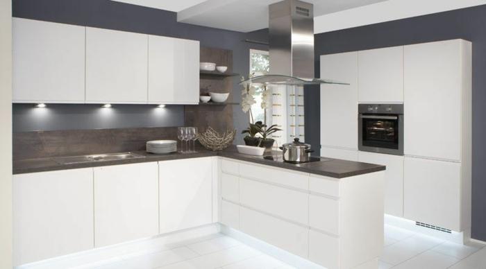 wandpaneele küche weiße küchenschränke bodenfliesen
