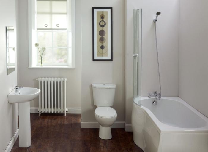weiße wandfarbe badezimmer badewanne fenster