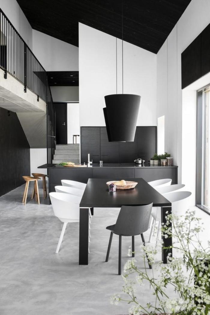 weiße wandfarbe essbereich küche pflanze schwarze akzente