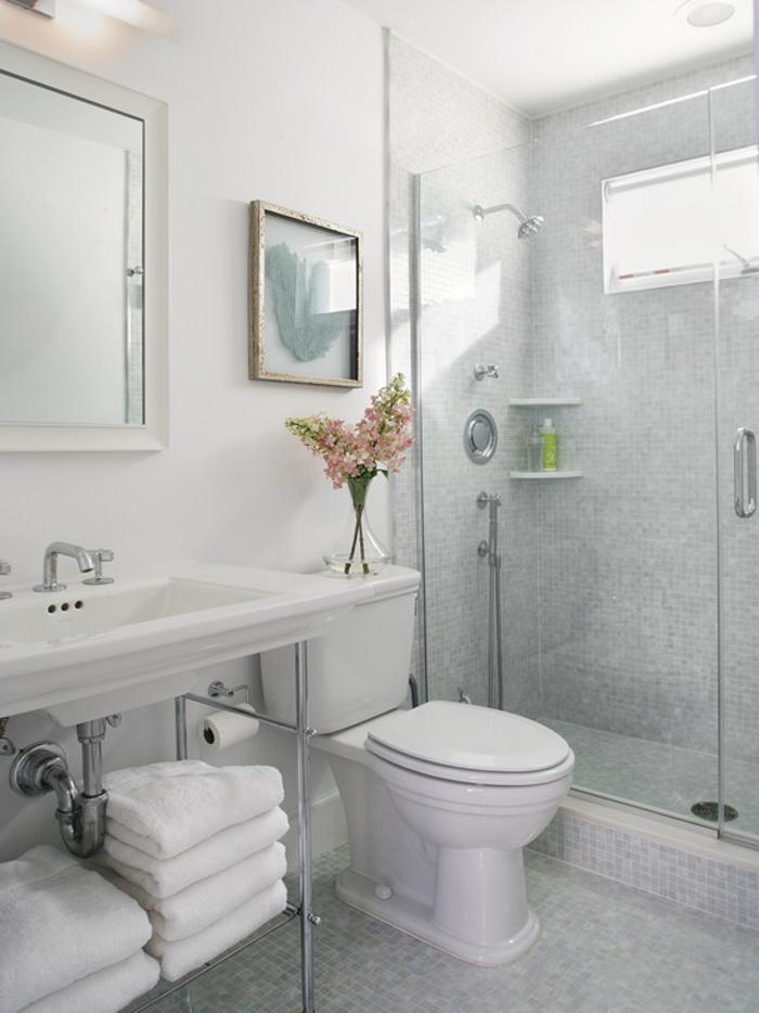 weiße wandfarbe kleines badezimmer badfliesen badspiegel