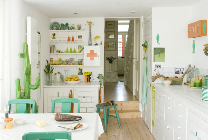 wndfarbe weiß küche ideen farbige akzente offene regale