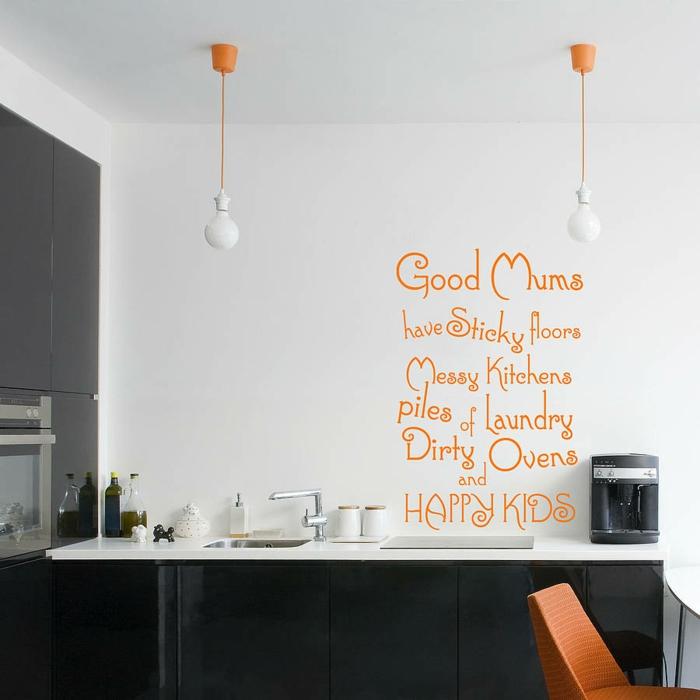 weiße wandfarbe wohnideen küche wandsprüche orange akzente