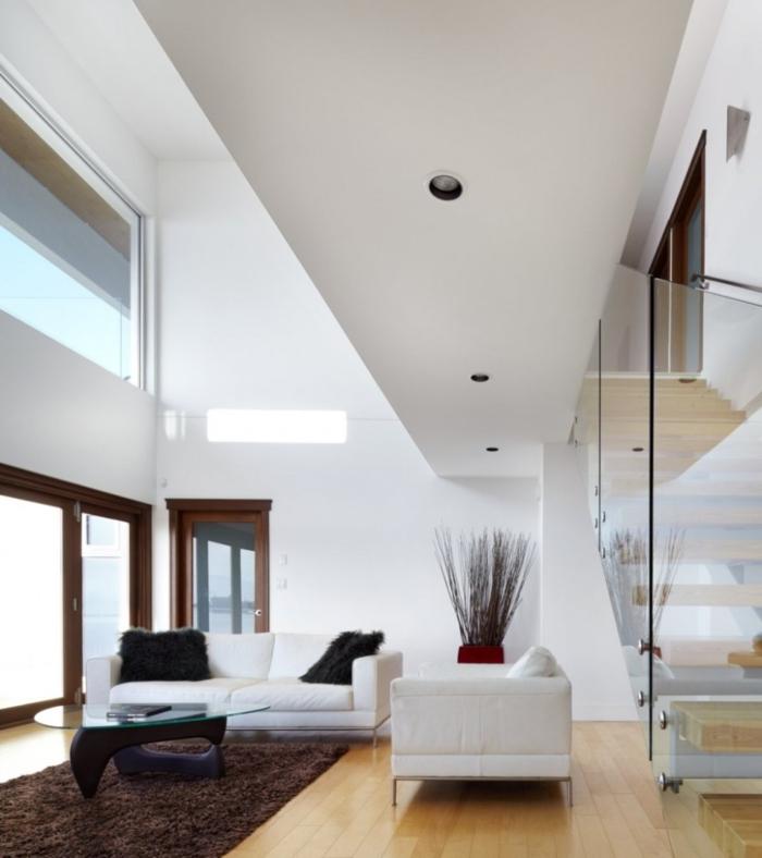 weiße wandfarbe wohnideen wohnzimmer brauner teppich innentreppen
