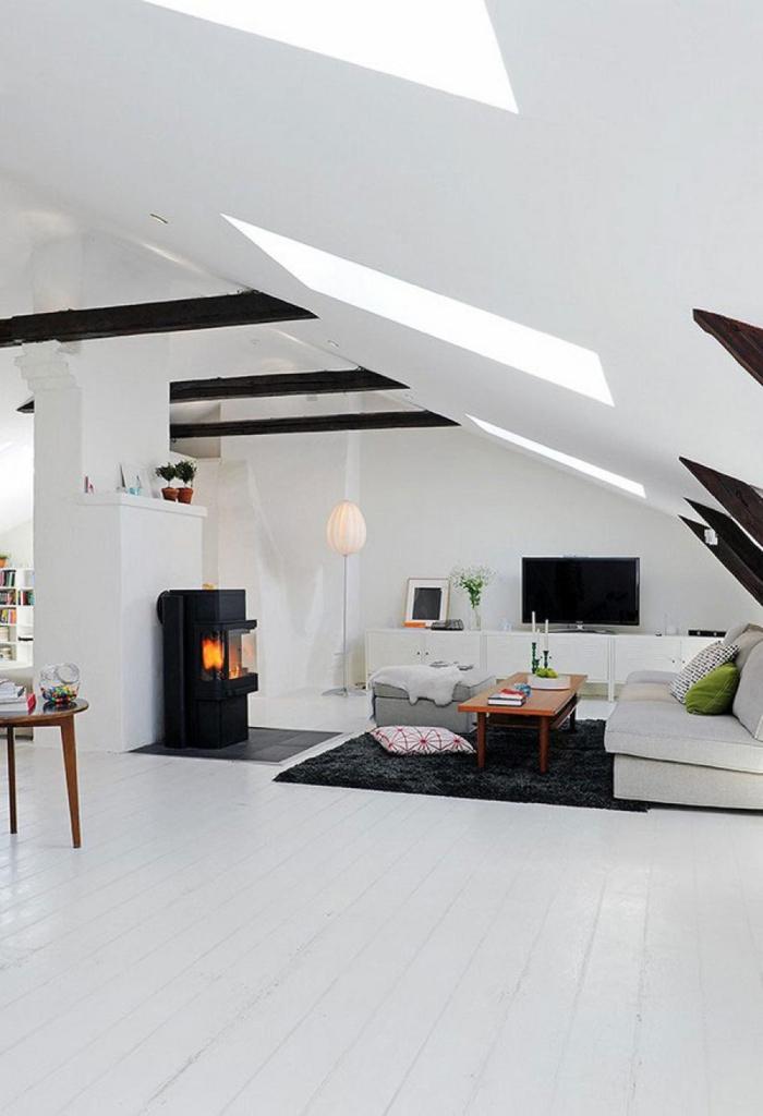 weiße wandfarbe wohnideen wohnzimmer kamin schwarzer teppich dachschräge
