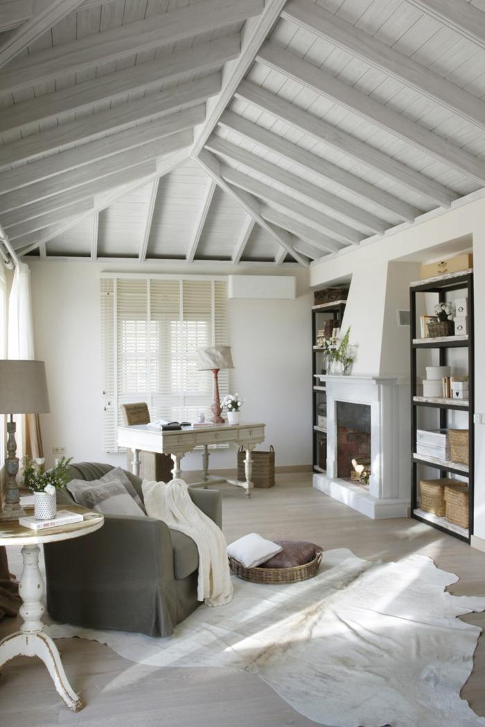 weiße wandfarbe wohnzimmer einrichtungsideen fellteppich kamin