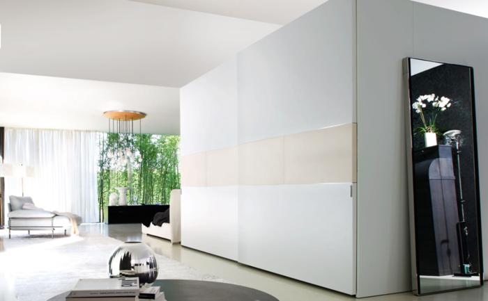 weißer kleiderschrank massiv schiebetüren geräumiges schlafzimmer coole pendelleuchten