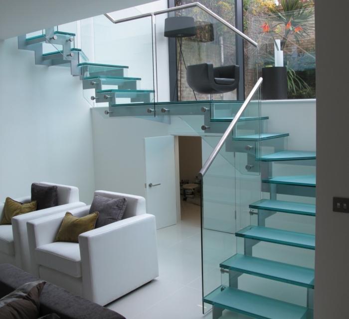 wendeltreppe innen design innentreppen glas treppenstufen treppengeländer