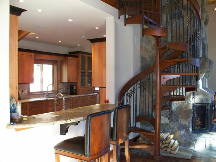 wendeltreppe innen design massiv stilvoll treppengeländer ornamente