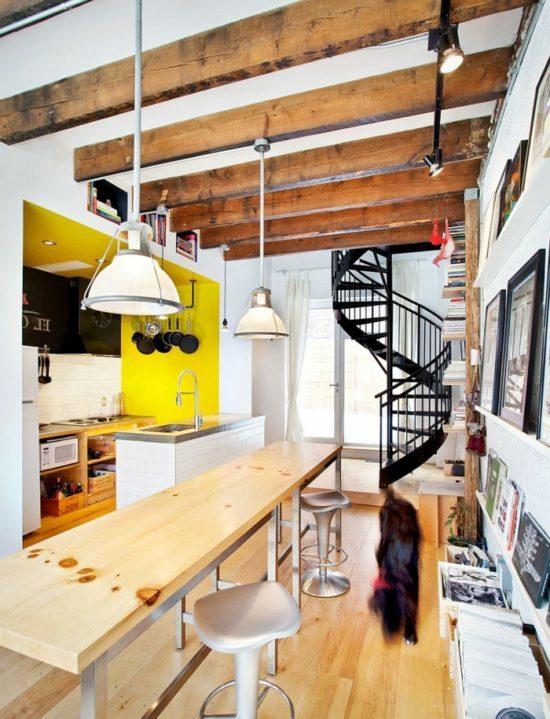 wendeltreppe-innen-moderne-innentreppe-schwarz-innenarchitektur-ideen-küche