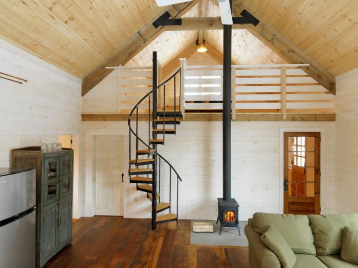 wendeltreppe innen wohnideen innenarchitektur wohnzimmer kamin landhausstil