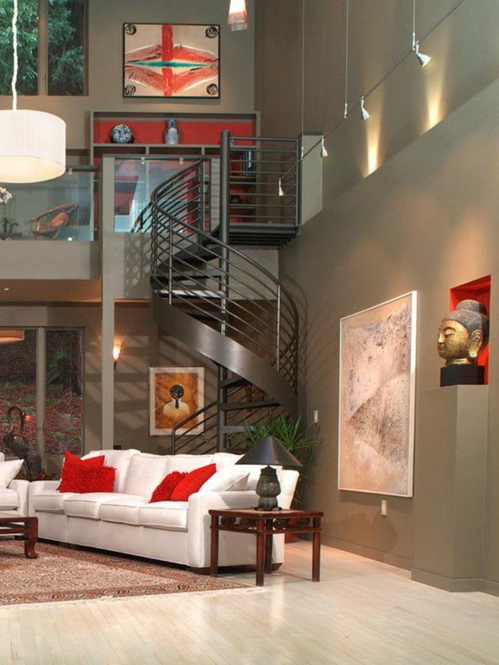 wendeltreppen design elegant weißes sofa rote akzente