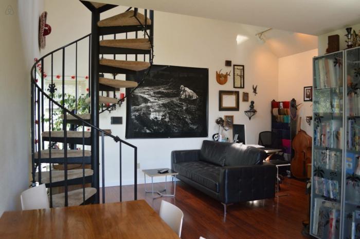 wendeltreppen design innentreppen wohnzimmer kleine räume einrichten innenarchitektur