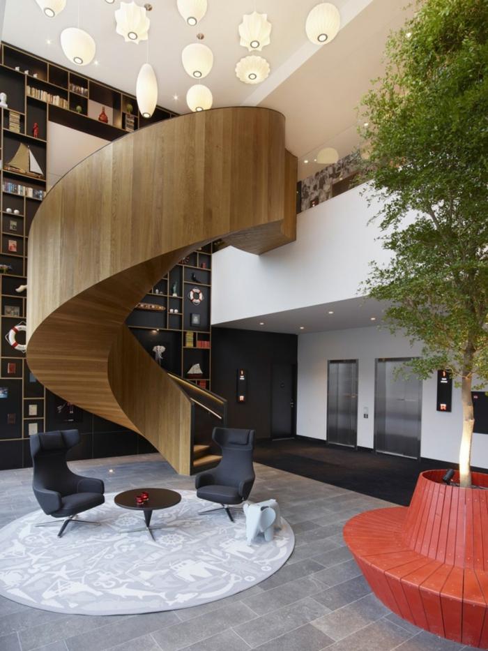 wendeltreppen design innetreppe wohnzimmer runder teppich pflanze