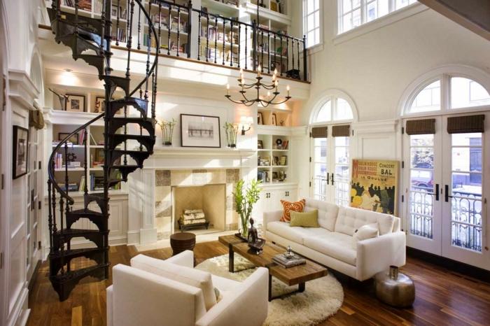 wendeltreppen design schöne ornamente kamin weiße sofas