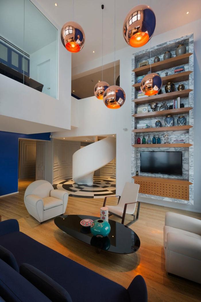 wendeltreppen design weiß modern wohnzimmer cooler couchtisch schwarz dunkelblaues sofa