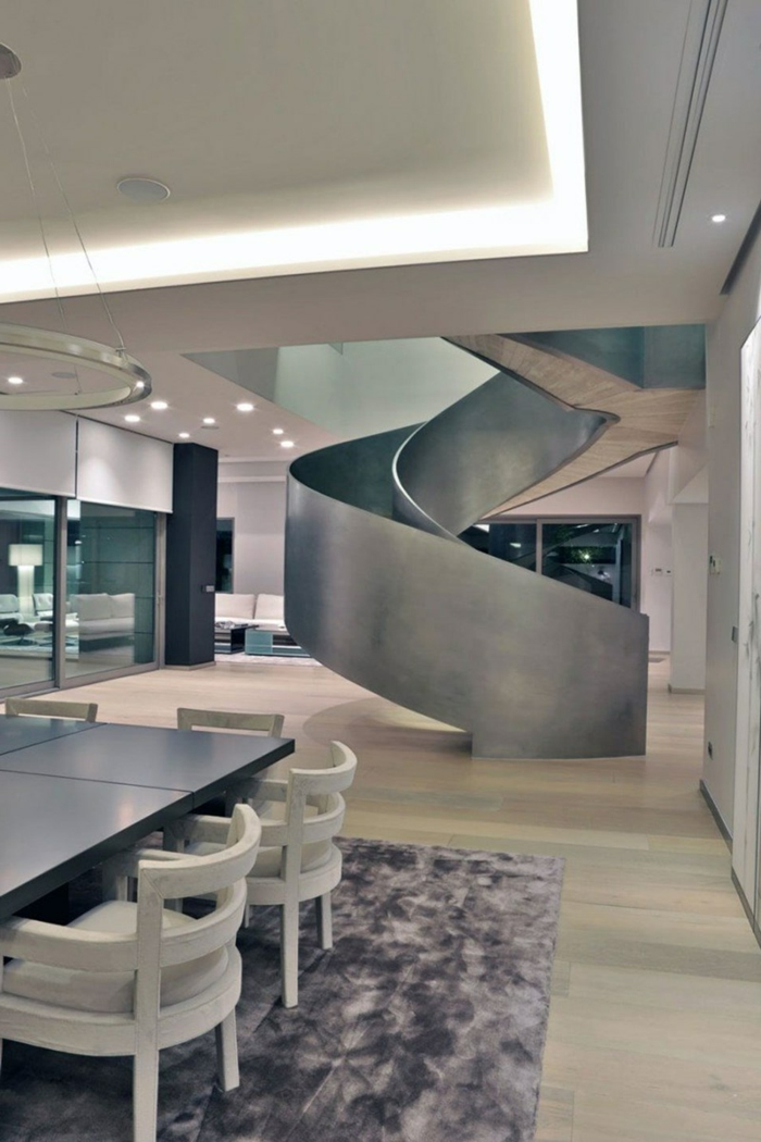 wendeltreppen moderne innenarchitektur innentreppen design metalloptik