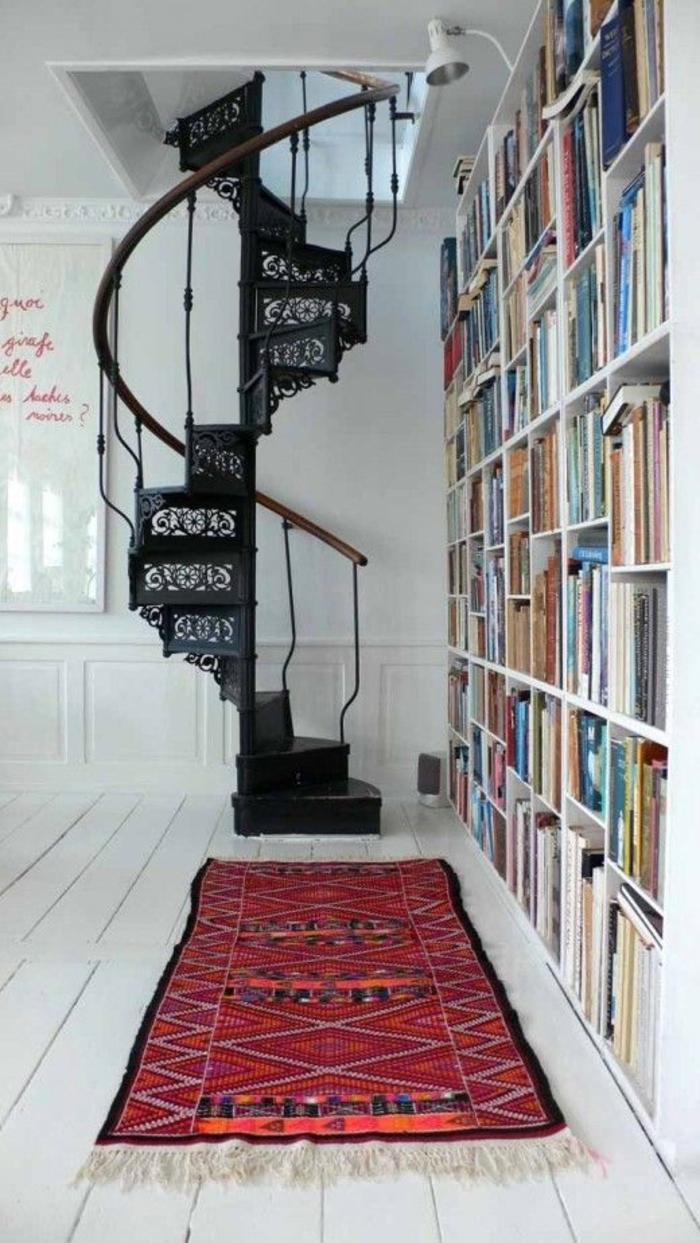 wendeltreppen schwarz ornamente teppichläufer bibliothek