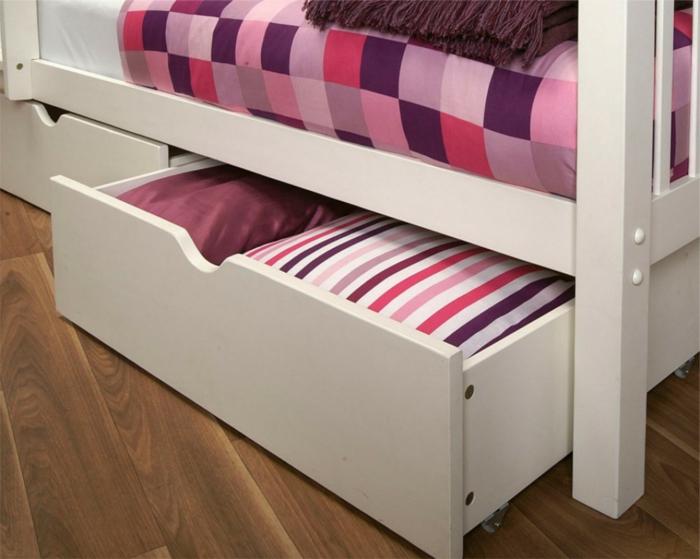 bett mit stauraum eine funktionelle alternative wie man ordnung im schlafzimmer h lt. Black Bedroom Furniture Sets. Home Design Ideas