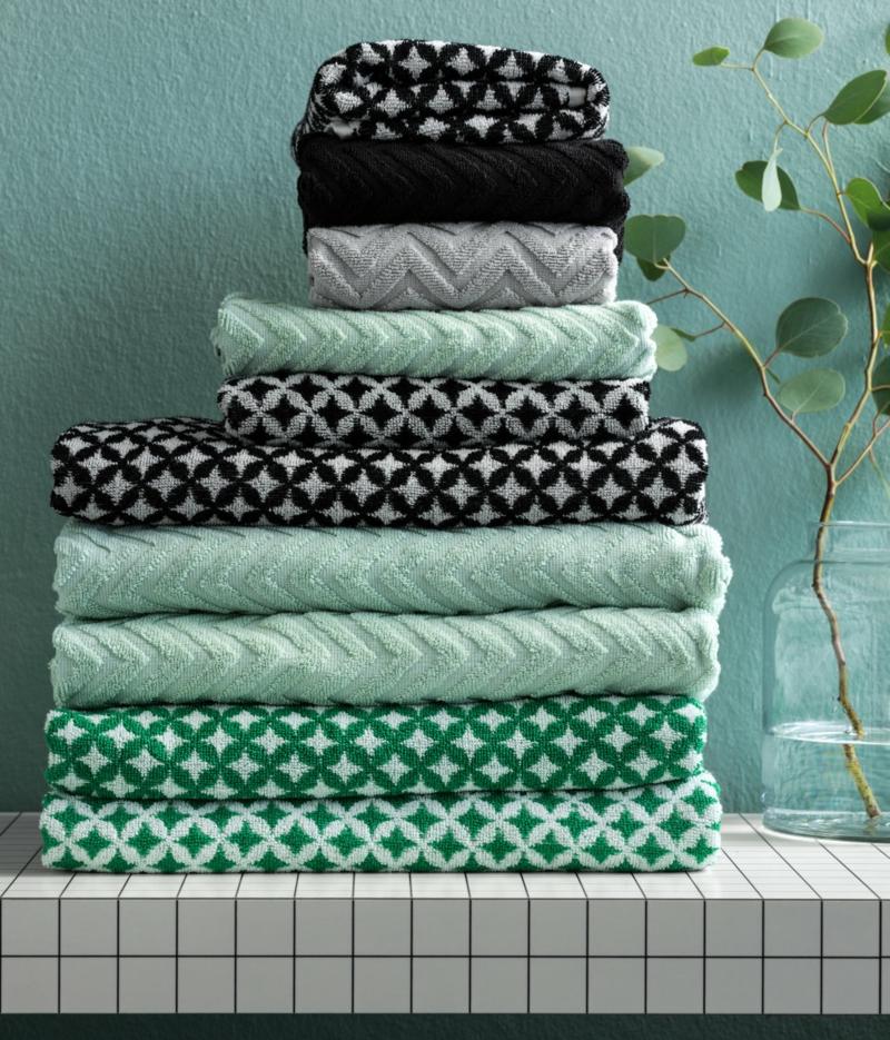 Badaccessoires von H&M Home in den Farben Grün und Weiß ...