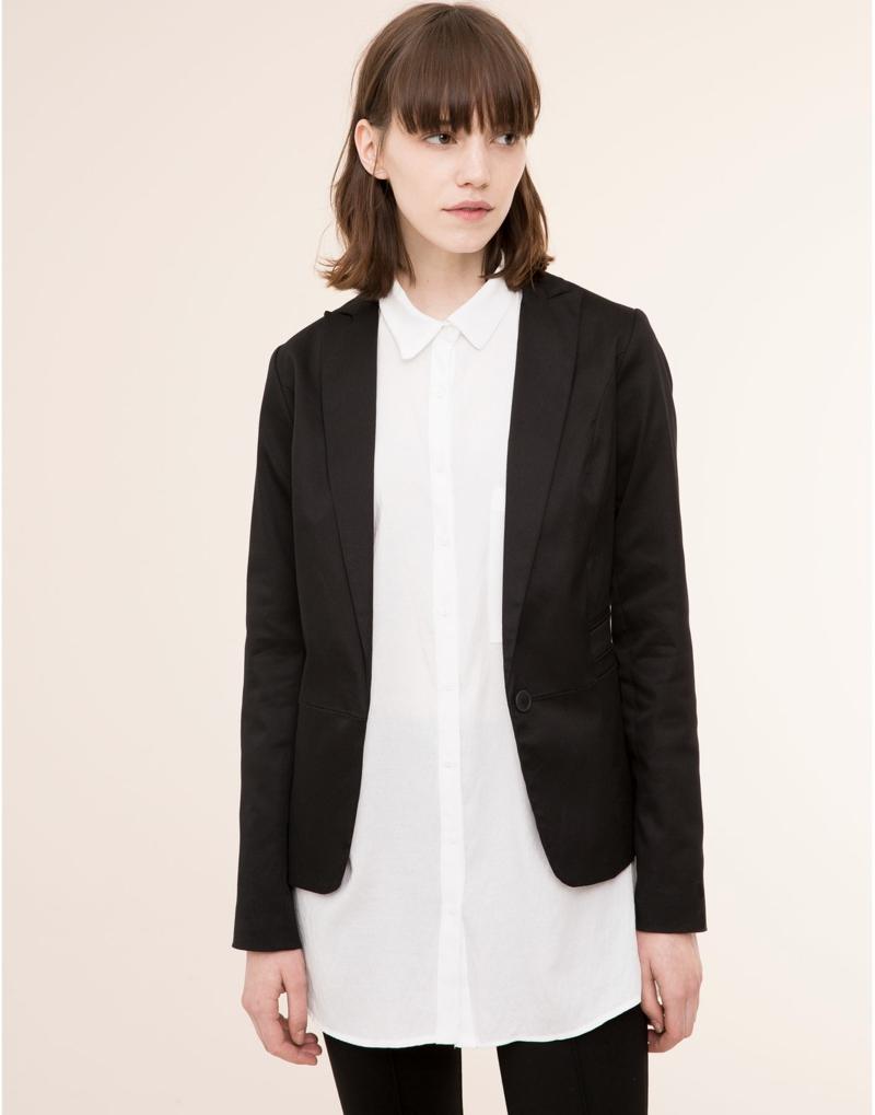 Damen Sakko schwarz sportlich mit weißem hemd kombiniert