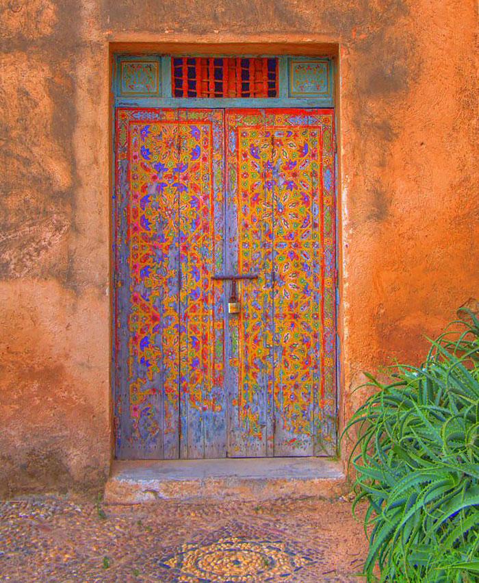 Haustüren Holz neu gestalten moderne Haustüren farbige DIY Ideen