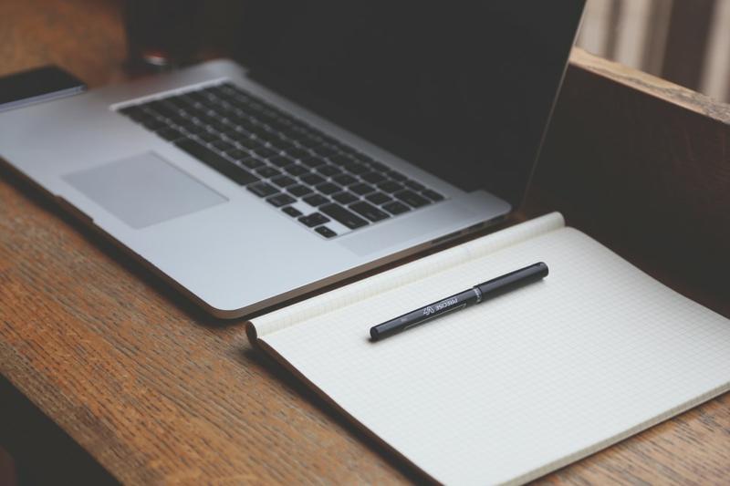 Home Office einrichten Büro Schreibtisch Ordnung