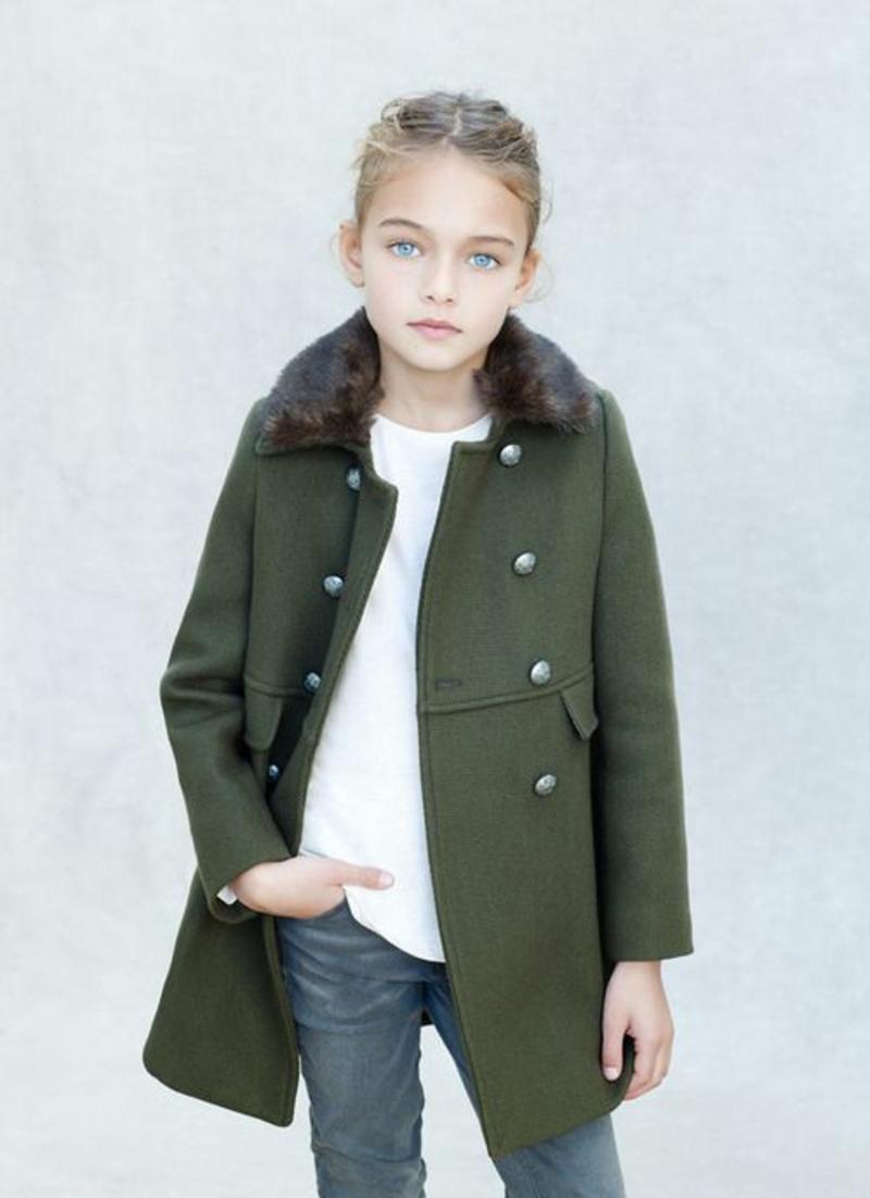 Kinderkleidung Trends Jeans und Mantel im Mitalitary Stil