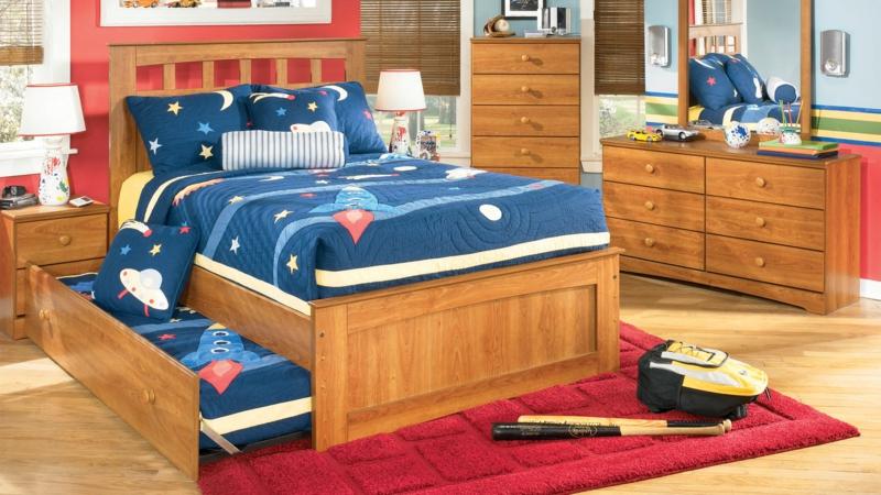Kinderzimmer Junge Kindermöbel Holz und Bettwäsche Blau