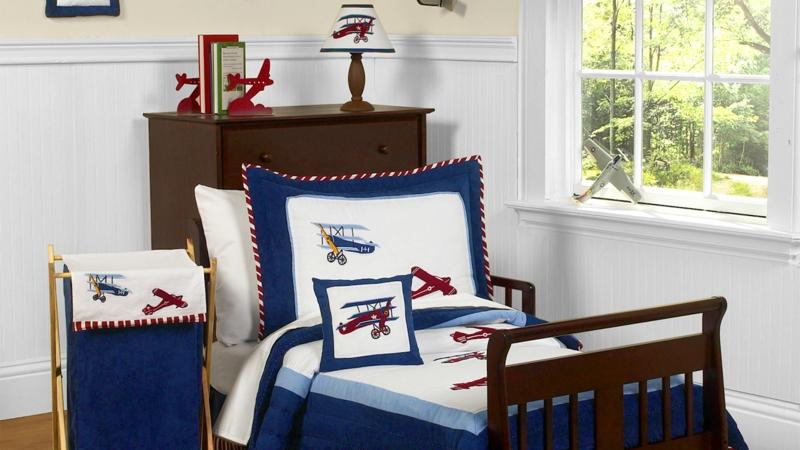 Kinderzimmer für Jungs Ideen Einrichtungsbeispiele Bettwäsche mit Flugzeugen