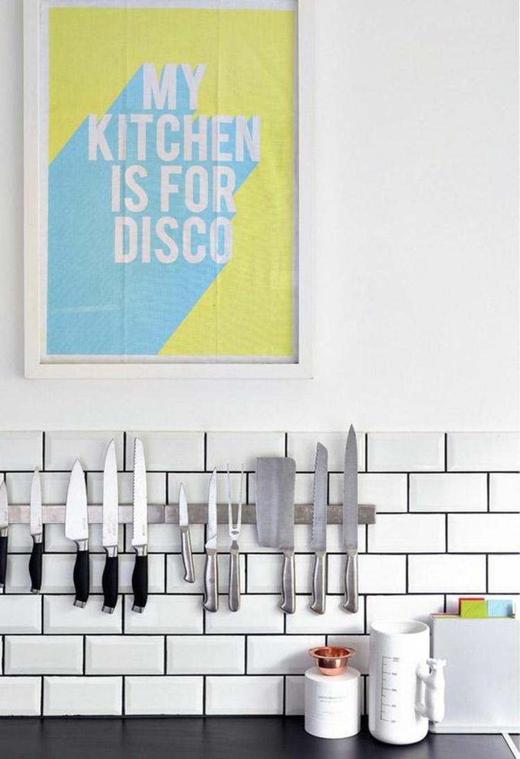 Messer Magnetleiste Küchenzubehör weiße Küchenfliesen