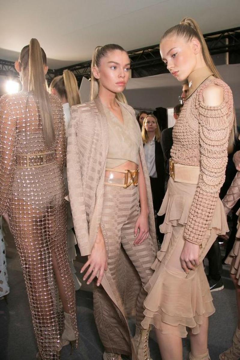 Trendfarben Beige aktuelle Modetrends Balmain beige Kleider
