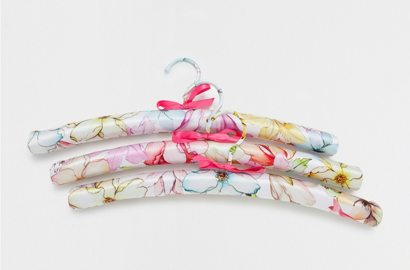 Valentinstag Geschenkideen für sie von Zara Home Deutschland Kleiderbügel aus Seide