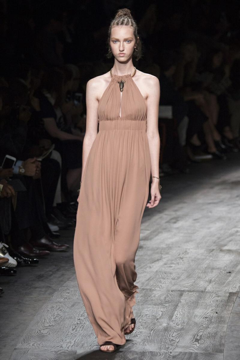 aktuelle Modetrends 2016 Farbtrends beige Kleider