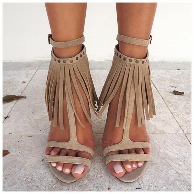 aktuelle Modetrends 2016 Farbtrends beige Sandaletten mit Fransen