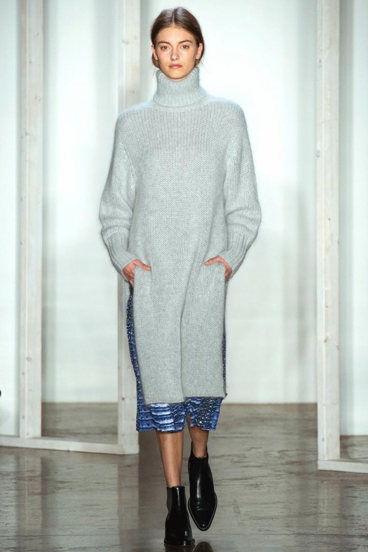 aktuelle Strickmode Damenpullover grau lang Rollkragenpullover