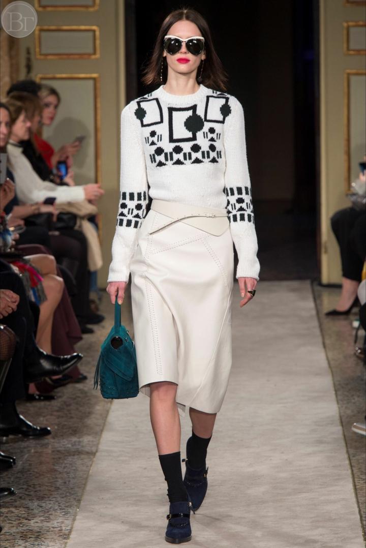aktuelle Strickmode Damenpullover weiß schwarz Muster