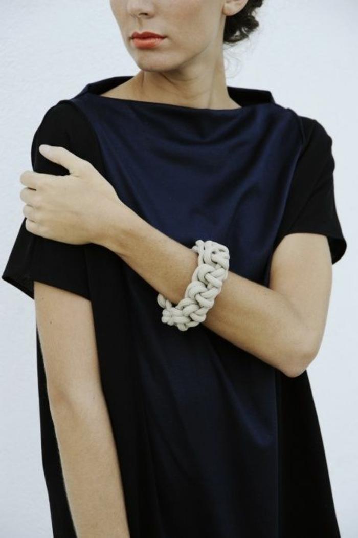 aktuelle modetrends frauenaccessoires armband kleid