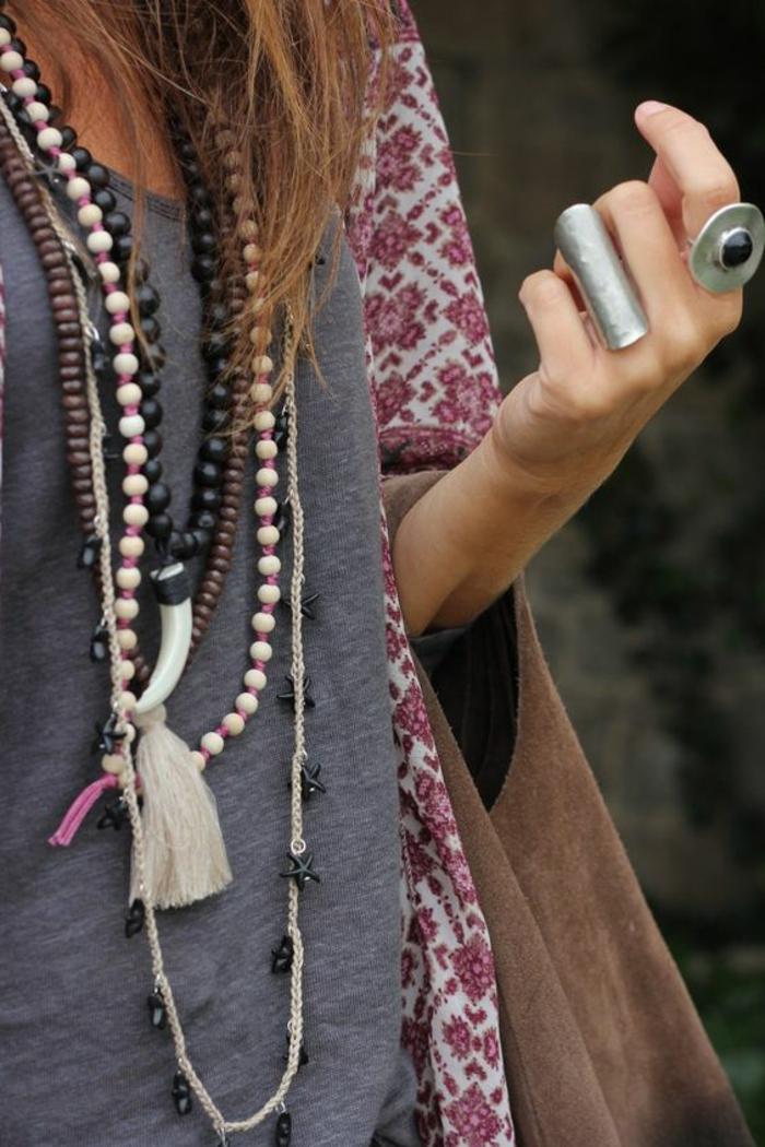 aktuelle modetrends frauenaccessoires halsketten kombinieren extravagante ringe