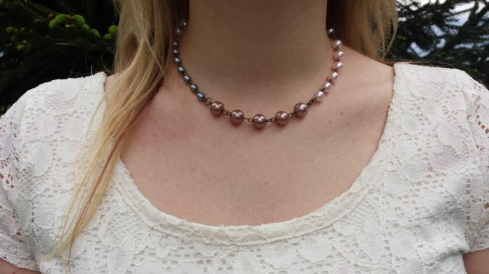 aktuelle modetrends halskette perlen weiße kleidung schmucktrends 2016